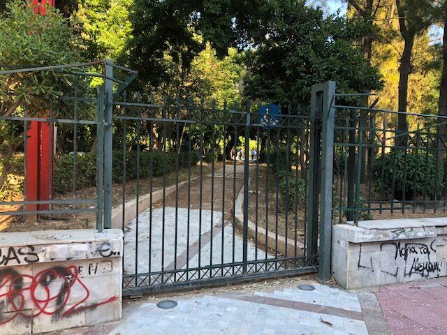 Γιατί είναι κλειστή η είσοδος από Μαυρομματαίων;